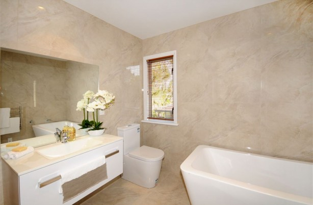 Lava Ivory 600x600 Bathroom v3